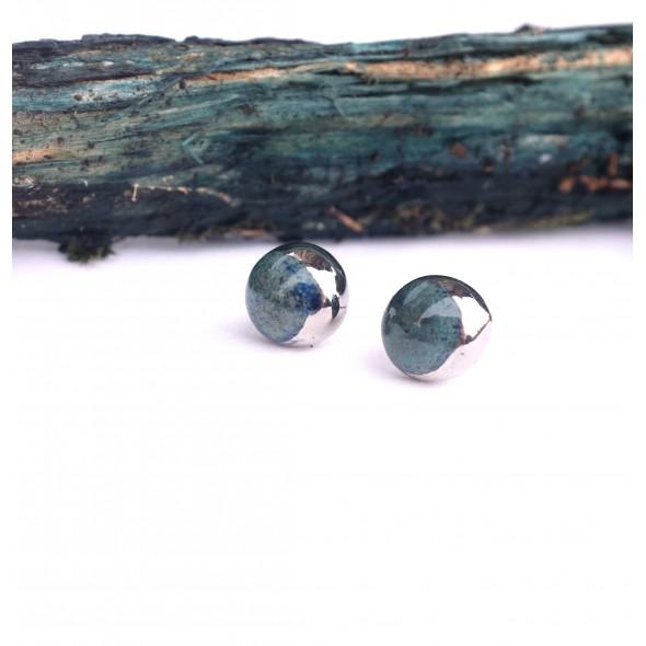 Smaragdo spalvos apvalūs auskarai iš Mėnulio kolekcijos dengti platina