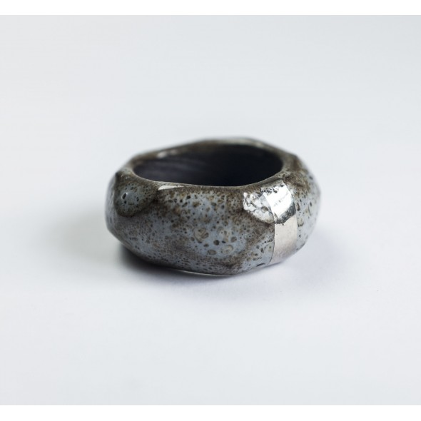 Pilkas su platina, žiedas
