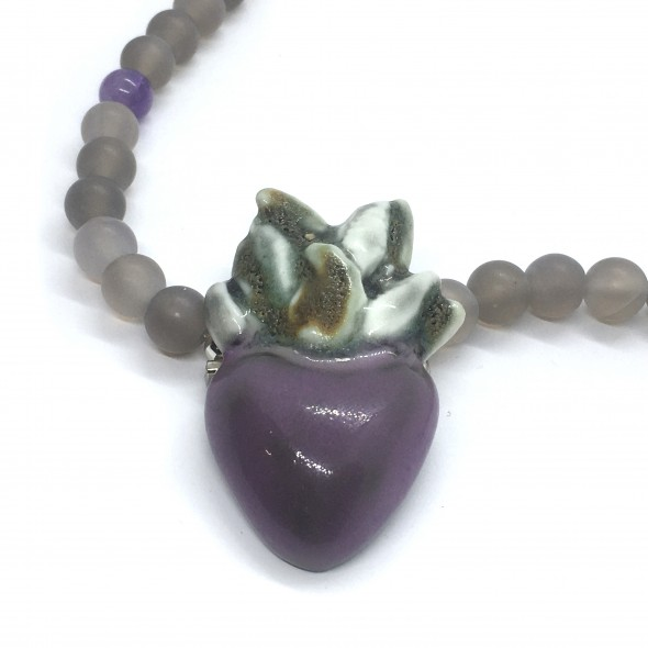 Pakabukas - sagė su purpurine širdimi - votu